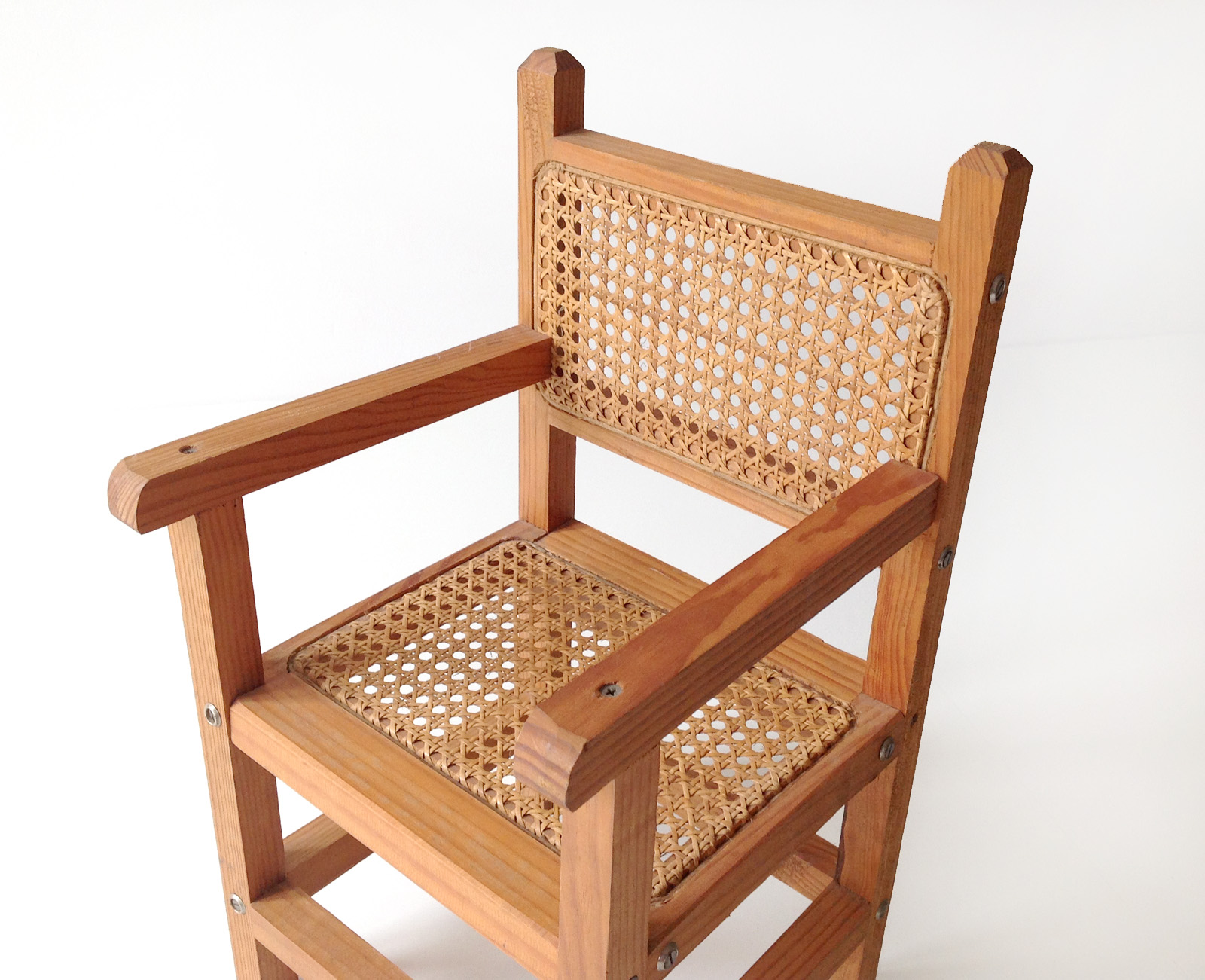 Child chair ref 108 va de vintage for 108 table seats how many